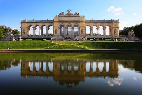 Дворцы и замки 179