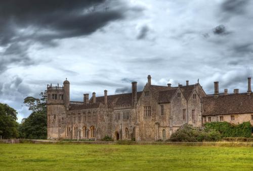 Дворцы и замки 335
