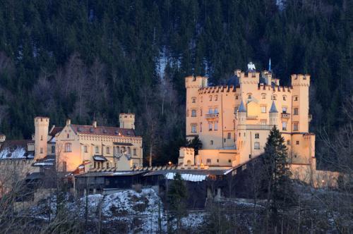 Дворцы и замки 547