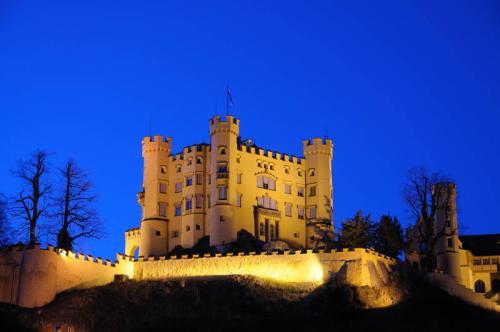 Дворцы и замки 551