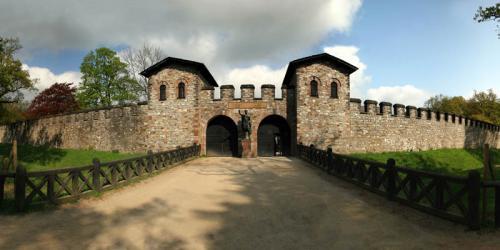 Дворцы и замки 556